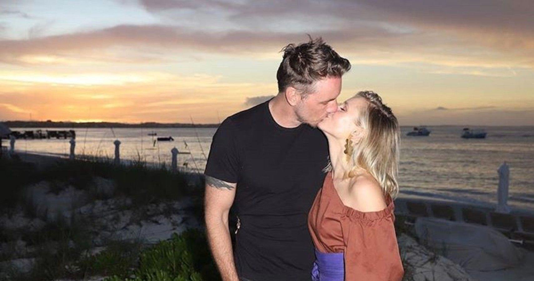 "Kristen Bell Standing By Dax Is An Example Of ""Til Death Do Us Part"""